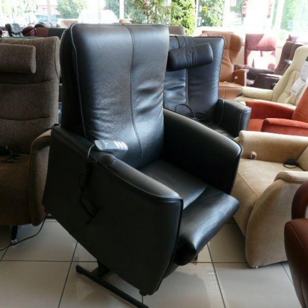 Fekete bőr felállás segítő fotel F057