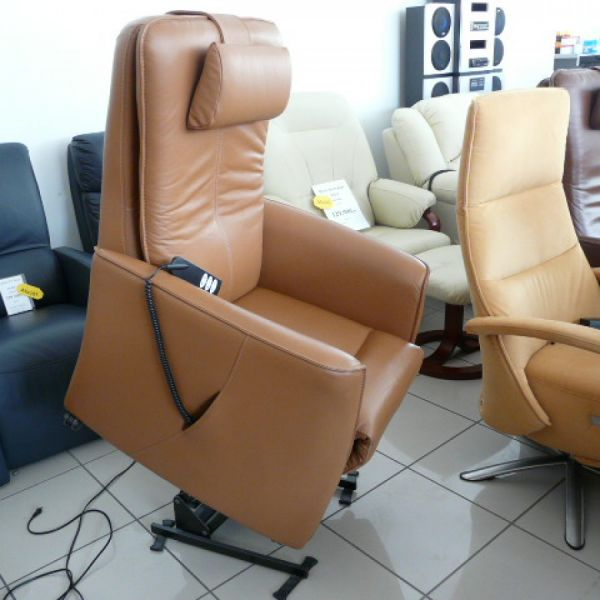 Barna bőr felállás segítő fotel F037