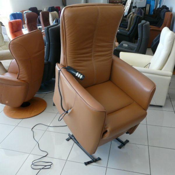 Barna bőr felállás segítő fotel F018