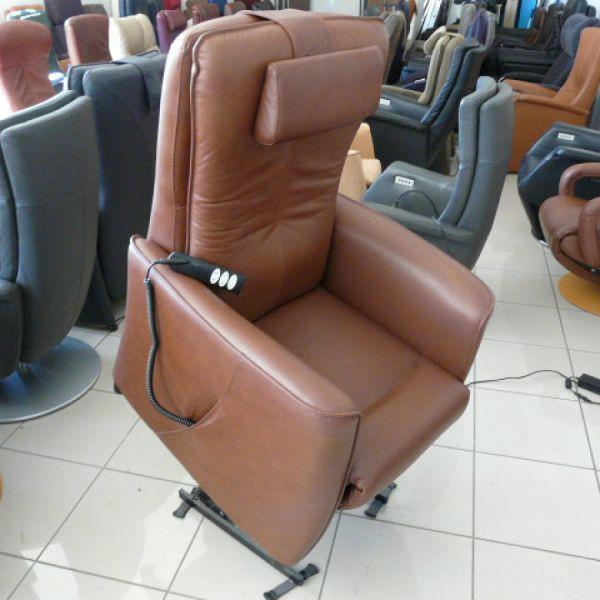 Barna bőr felállás segítő fotel F020