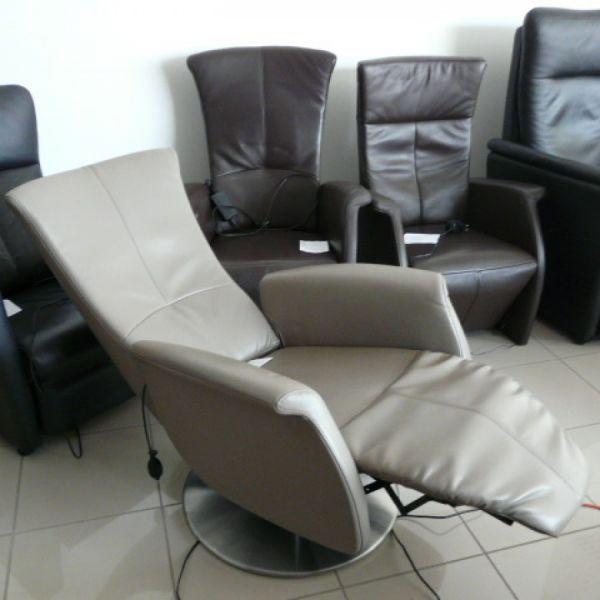 Világosszürke elektromos,körbeforgós fotel F045
