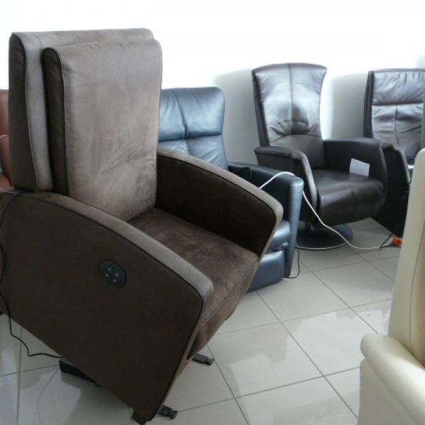 Barna velur szövet felállás segítő fotel F047