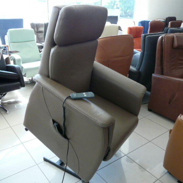 Barna bőr  felállás segítő fotel  F017